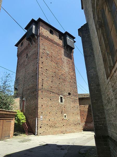 Tour du château d'Ambérieux-en-Dombes .