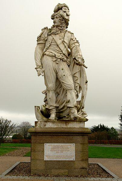 Sur la place du village de Tourville-sur-Sienne (50) la statue du Maréchal de France Anne-Hilarion-de-Costentin, Comte de Tourville; Vice-Amiral des armées navales (1642-1701).  Tourville, l'épée d'amiral dans la main droite, s'appuye sur une ancre de vaisseau. Derrière lui sont des trophées rappelant le bombardement d'Alger et la victoire navale de 1690 contre la flotte Anglo-Hollandaise.