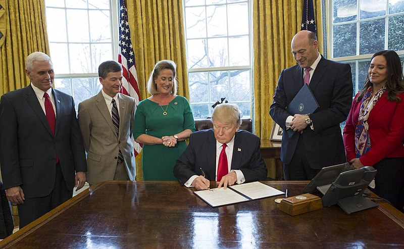 File:Trump signs financial regulation executive order.jpg