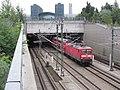 Tunnel-Nord-Sued-Fernbahn Tunnelportal-Nord ein-Zug-faehrt-durch LWS1150.JPG