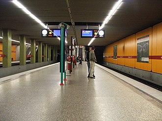Kolumbusplatz (Munich U-Bahn) - Kolumbusplatz station platform.