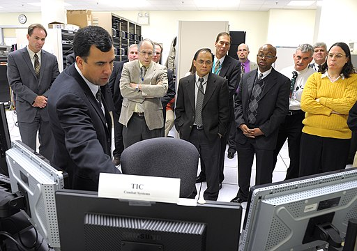 US Navy 111214-N-PO203-126 Phil Irey explains to Department of the Navy officials the Office of Naval Research's suite of information technology to