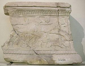 Trigarium - Two trigae teams on an Etruscan cinerary urn