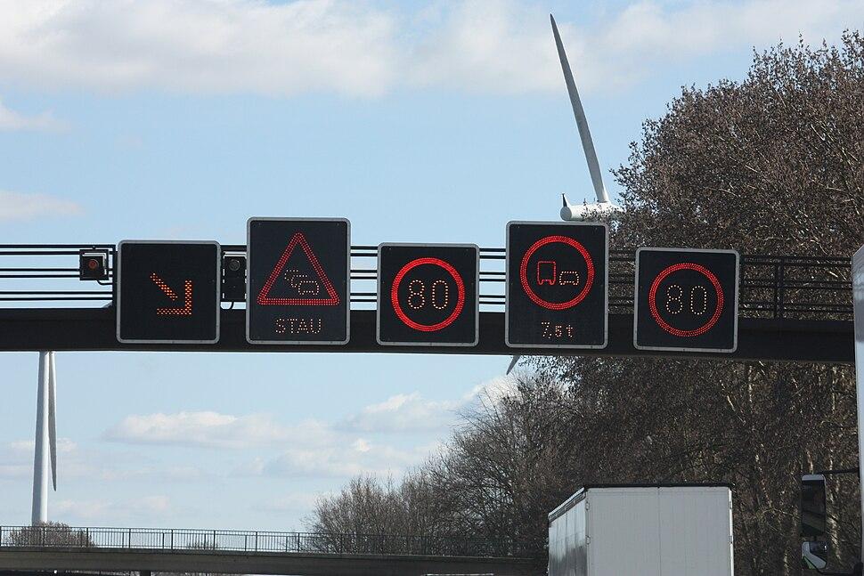 Verkehrszeichen auf der Bundesautobahn 20090320 001