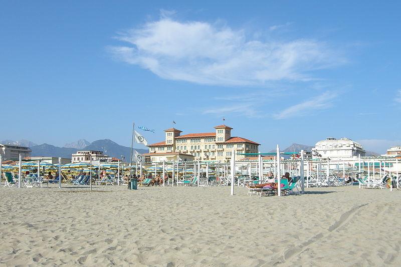 File:Viareggio, Italy.JPG