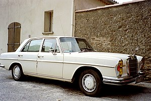 Mercedes-Benz W108 - A W108 in France: note the Selective yellow headlights, mandatory for vehicles registered in France until 1993