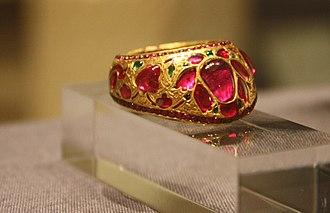 Thumb ring - Image: WLA vanda gold thumb ring