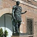 Wikilovesmonuments2016 - piazza tre martiri, statua giulio cesare.jpg