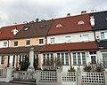 Wohnhaus der Familie Loewenstein in Mödling (weiße Fassade).jpg
