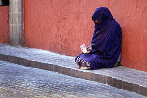 English: Woman beggar, Guanajuato, Mexico Espa...