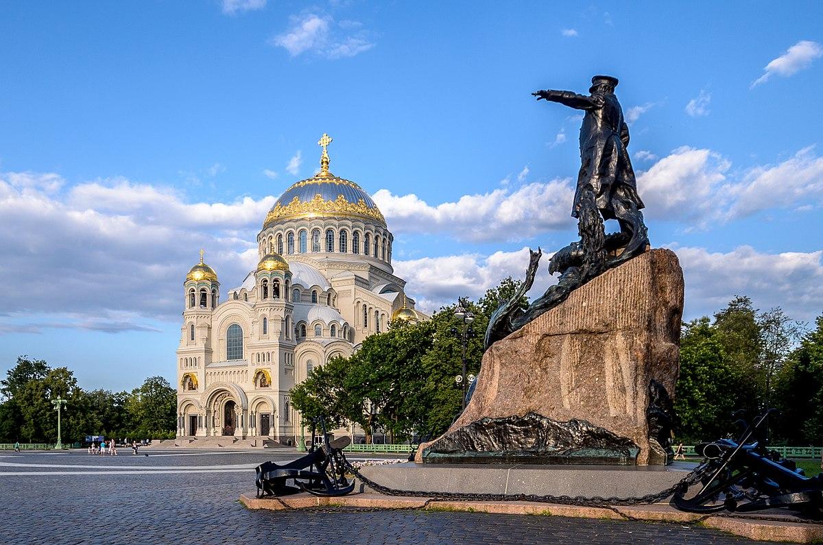 Yakornaya Square in Kronstadt 01.jpg