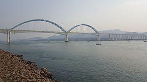 Yichang Yangtze River Railway Bridge - Image: Yichang Yangtze River Railway Bridge 20160217