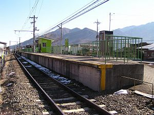 Yoshiikeonsenmae Station - Yoshiikeonsenmae Station looking east, February 2006