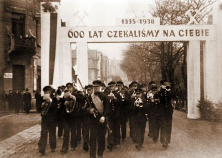 """For 600 years we have been waiting for you (1335-1938)."" An ethnic Polish band welcoming the annexation of Zaolzie by Poland in Karvina, October 1938 Zaolzie karwina 1938.jpg"