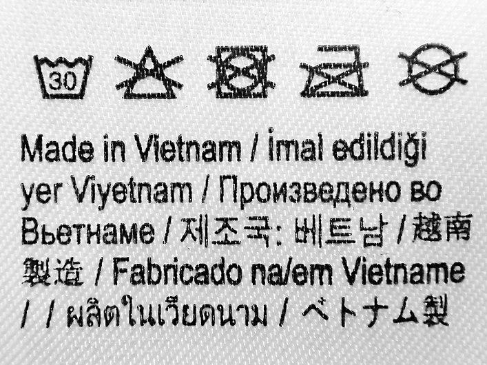 Étiquette de vêtement multi-linguistique.jpg