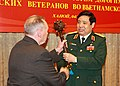 Вручение гетьманской булавы Министру обороны Вьетнама.jpg