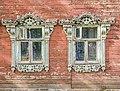 Жилой дом, ул. Дерендяева, 61а. Окна с наличниками.jpg