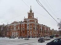 Комсомольск-на-Амуре Дом со шпилем.jpg