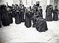 Митрополит Антоний благословляет монахов Свято-Пантелеймоновского монастыря на Святой горе Афон.jpg