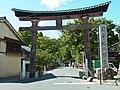 近江八幡市にて 日牟禮八幡宮の鳥居 2012.8.26 - panoramio.jpg