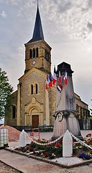 The church and war memorial in Noailly