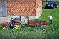 02017 0067 Bei der Feldarbeit auf dem Bauernhof südlich von Sanok.jpg