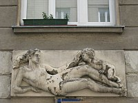 1160 Haberlgasse 76 - Natursteinrelief-Supraporte Mutter und Kind von Josef Franz Riedl 1950 IMG 2803.jpg