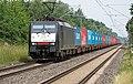 189 200 met containers bij Elten (9077266059).jpg