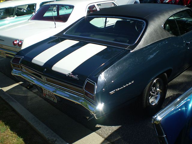 https://upload.wikimedia.org/wikipedia/commons/thumb/7/70/1969_chevrolet_chevelle_malibu_sport_coupe_ss_package_%28reverse%29.jpg/640px-1969_chevrolet_chevelle_malibu_sport_coupe_ss_package_%28reverse%29.jpg