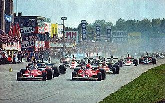 1975 Italian Grand Prix - The race start, with the poleman Lauda (n. 12) and Regazzoni (n. 11) on their Ferrari 312T.