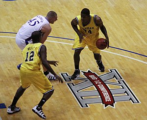 2009–10 Michigan Wolverines men's basketball team - DeShawn Sims attacks Cole Aldrich