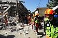 2010년 중앙119구조단 아이티 지진 국제출동100118 중앙은행 수색재개 및 기숙사 수색활동 (185).jpg