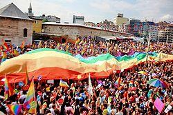 21. İstanbul Onur Yürüyüşü Gay Pride (37).jpg