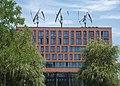 3 Darrieus-Rotoren auf der Greenpeace-Zentrale - panoramio.jpg