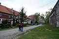 8968viki Pałac w Domanicach - zabudowania przy bramie wjazdowej. Foto Barbara Maliszewska.jpg