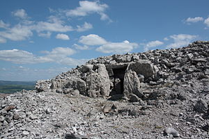Carrowkeel Megalithic Cemetery - Image: A view of the front entrance to one of the open sites at Carrowkeel