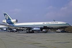 Air New Zealand DC-10-30 ZK-NZP LHR 1975-2-19.png