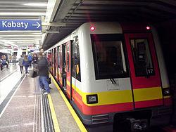 Alstom Metropolis'98 w nowym malowaniu