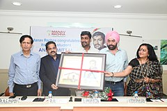 Ankur Mittal being felicitated by Manav Rachna International University .jpg