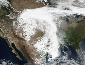 April 2016 North American storm complex - The large upper-level low and accompanying cold front draped across the Central United States on April 18