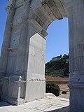 Arco di Traiano sul Molo Nord.JPG