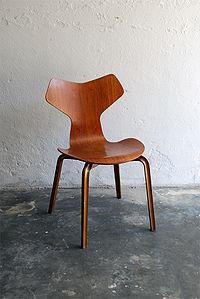 Arne Jacobsen 3130 aka Grand Prix.jpg