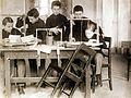 Az Érseki Főgimnázium könyvkötészeti önképzőköre, könyvtest fűzése. Fortepan 100239.jpg