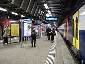 Stettbach railway station - The underground platforms.