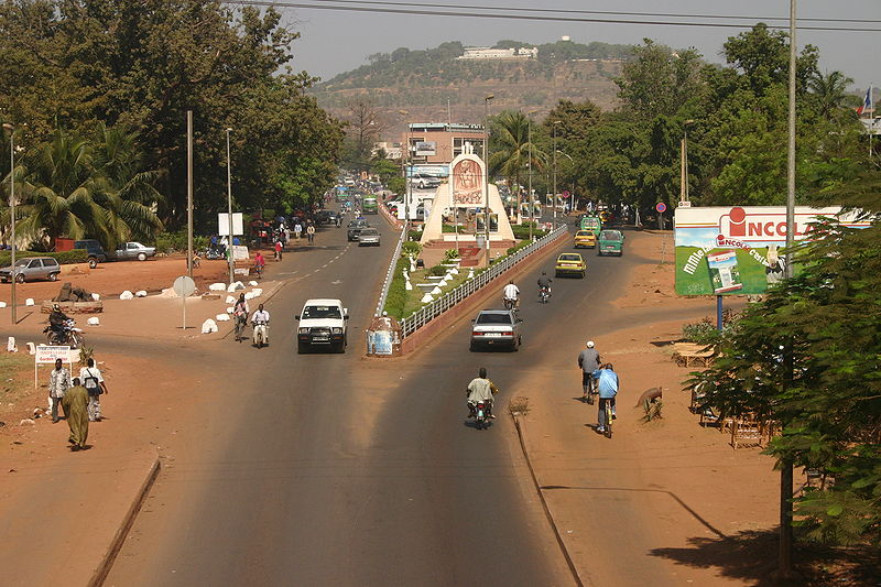 File:Bamakolooking north from the old bridge.jpg