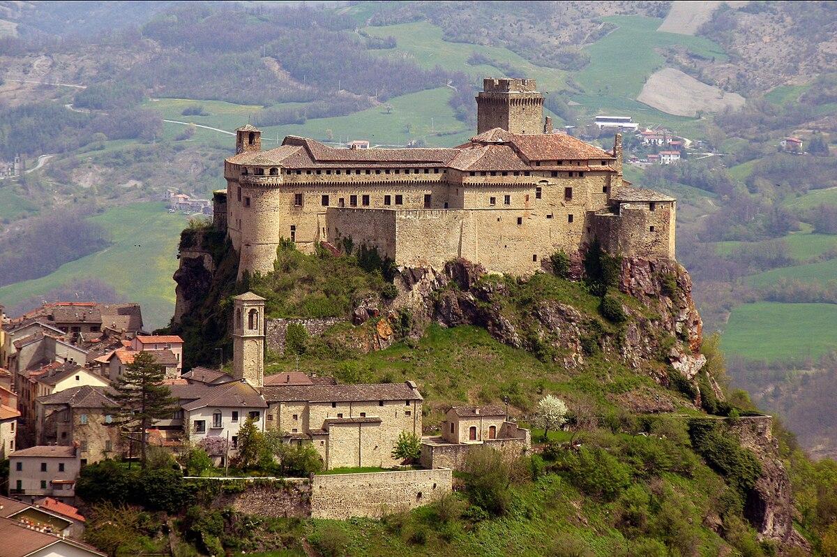 Risultati immagini per castello di bardi