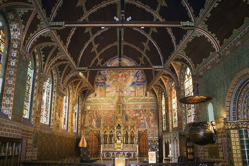 800px-Basilica_of_the_Holy_Blood%2C_Brugge_%E2%80%93_Main_nave.jpg