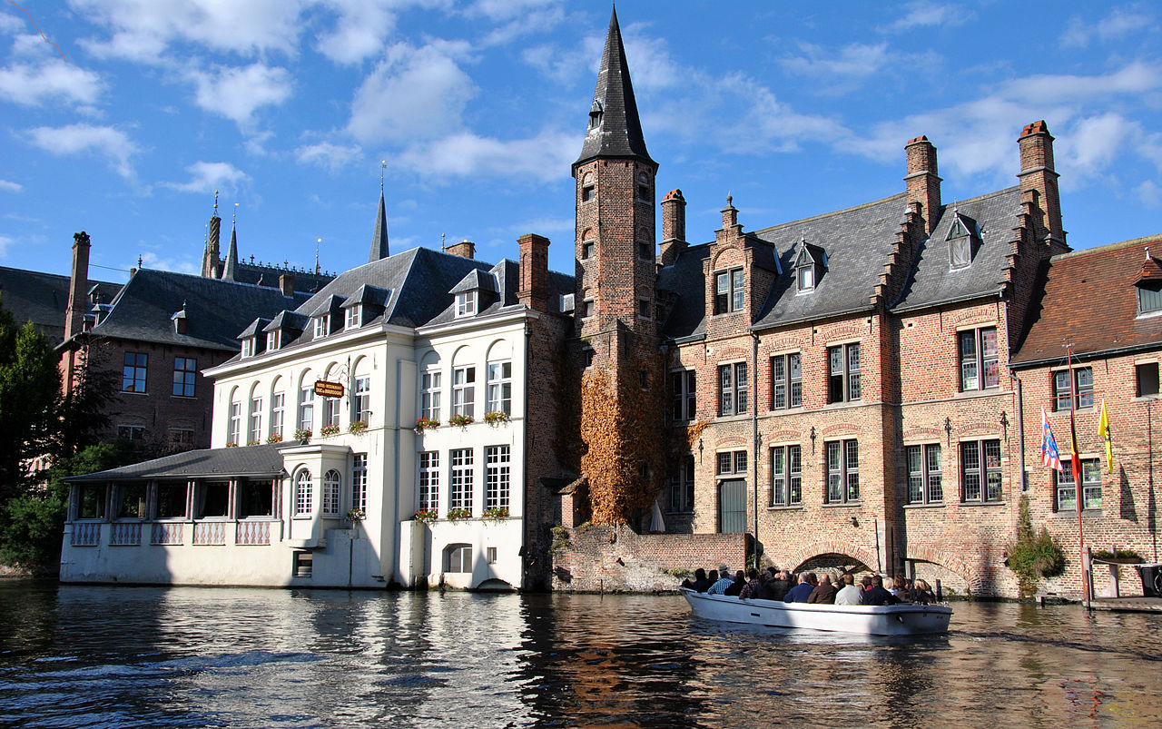 Belgium Bruges Canal El Festival Bandera Bajo De