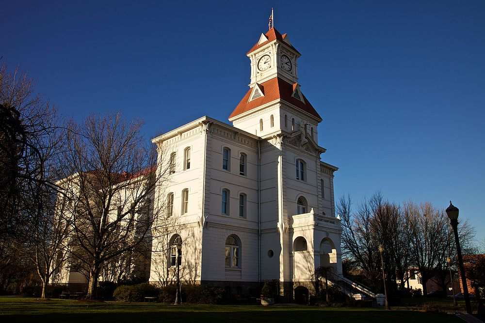 The population density of Corvallis in Oregon is 1470.36 people per square kilometer (3808.53 / sq mi)