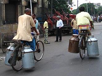 Milk churn - Image: Bicycles Milk Churns Kolkata gobeirne